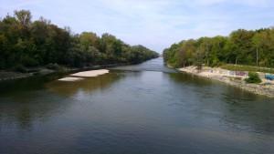 Blick vom Stauwehr Oberföhring stadtauswärts