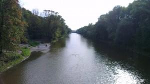 Blick von der St. Emmermabrücke zum Stauwehr Oberföhring